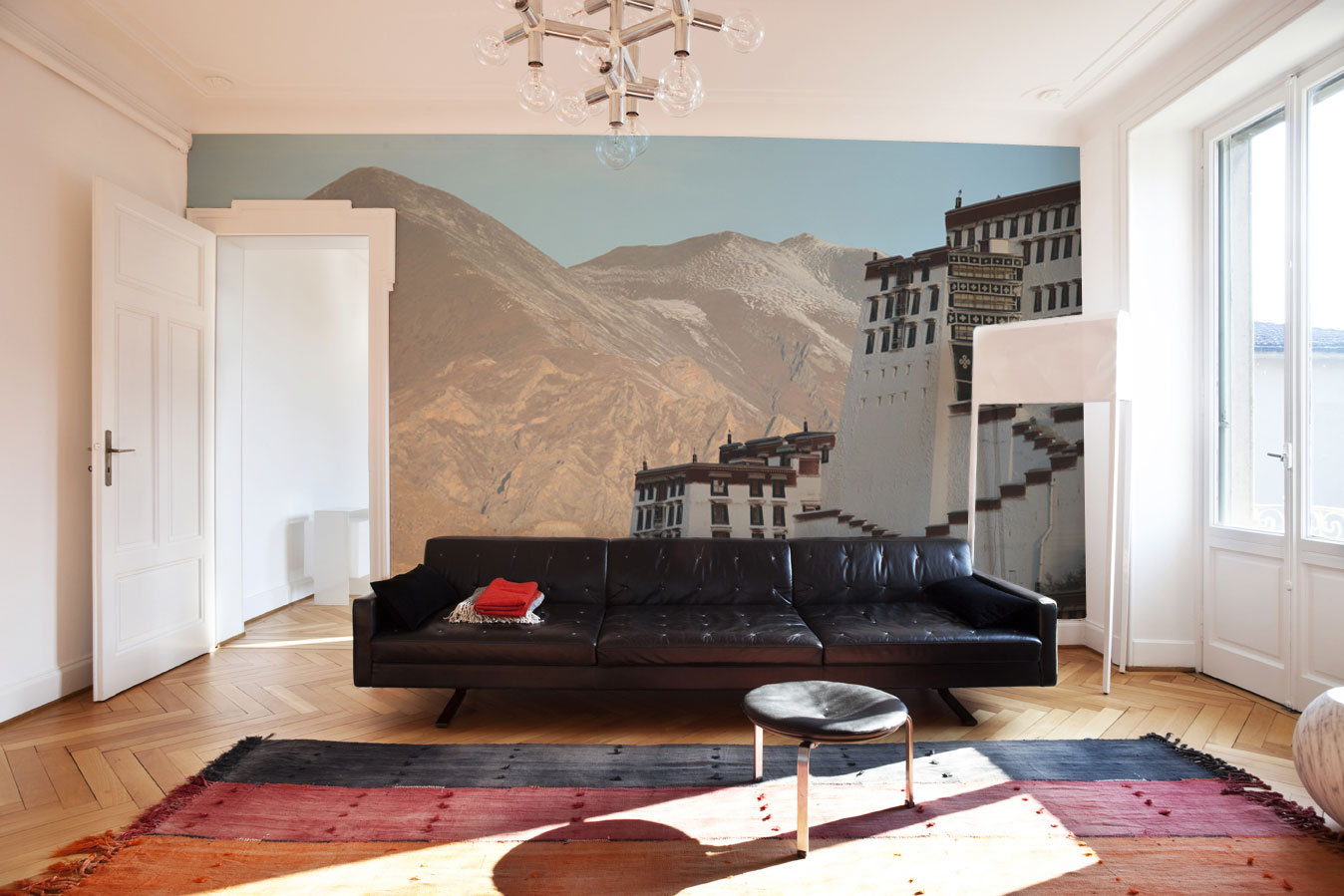 White mural home interior and furniture ideas for Mural room white house